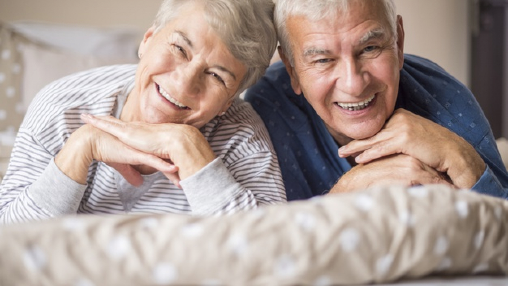 portrait-of-cheerful-senior-adults-in-the-bedroom_329181-7725